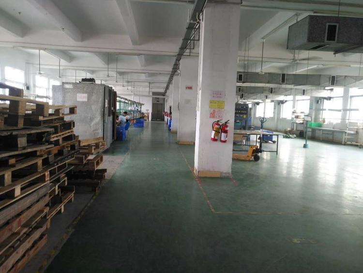福永和平新出楼上1500平方厂房出租-图3