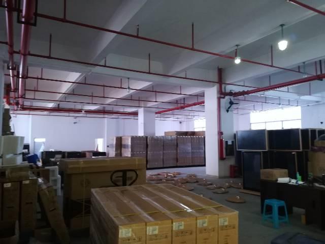 华荣路边带装修带办公家具1楼1000平方