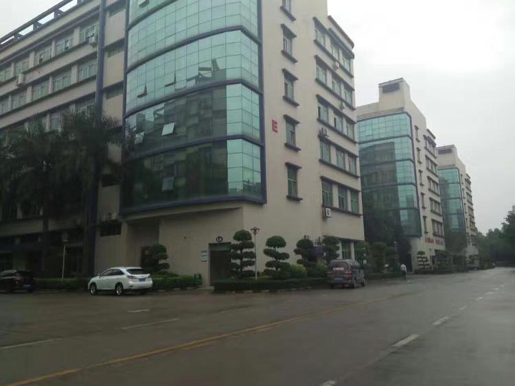 龙华利金城工业园三栋三楼1200平方出租
