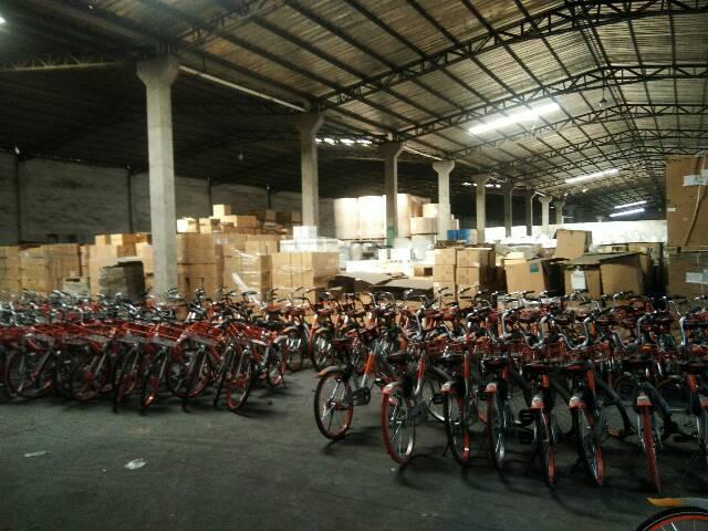 西丽新出3000平米8米高带缷货平台仓库低价出租