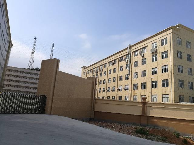 大岭山带现成装修厂房4200平方出租