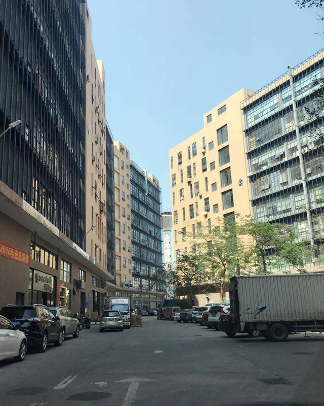 松岗高速出口新出楼上1500平米豪华装修厂房急租