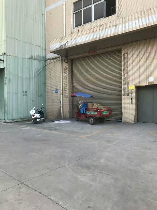 西乡九围洲石路附近新租一楼带行车1300平方空置厂房出租