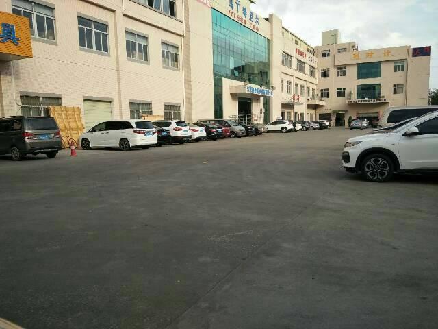 虎门镇新空出厂房一楼二楼每层980平方有玻璃隔办公室精装修
