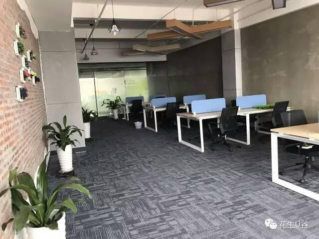 横岗地铁口电商园精装修办公室500平20元/平