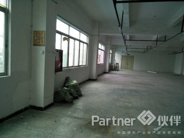 横岗超靓厂房650平米,21¥,环境好,易招工