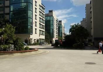 观澜大型工业园区原房东标准厂房三楼一整层出租1400平米。图片4