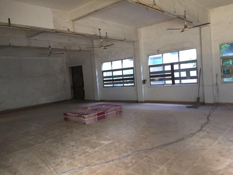 茶山工业园厂房分租二楼500平,水电齐全,办公室精装修