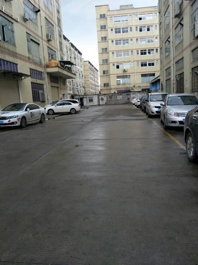宝安福永白石厦东区楼上没装修标准厂房