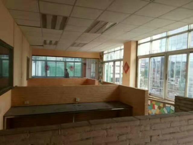 平湖富民工业区2000平米带办公室装修出租