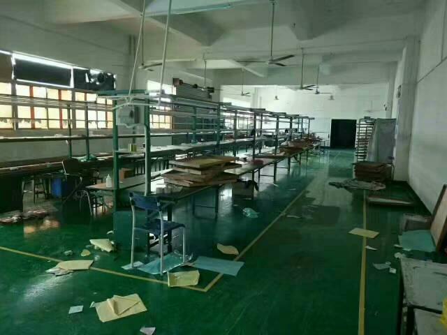 平湖清平高速口楼上1300平方米装修厂房招租