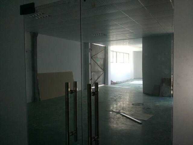 横岗六约200坪厂房带精装修办公室三楼有电梯