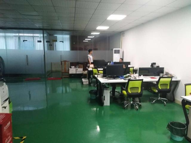 带装修地坪漆办公室500平方标准厂房出租