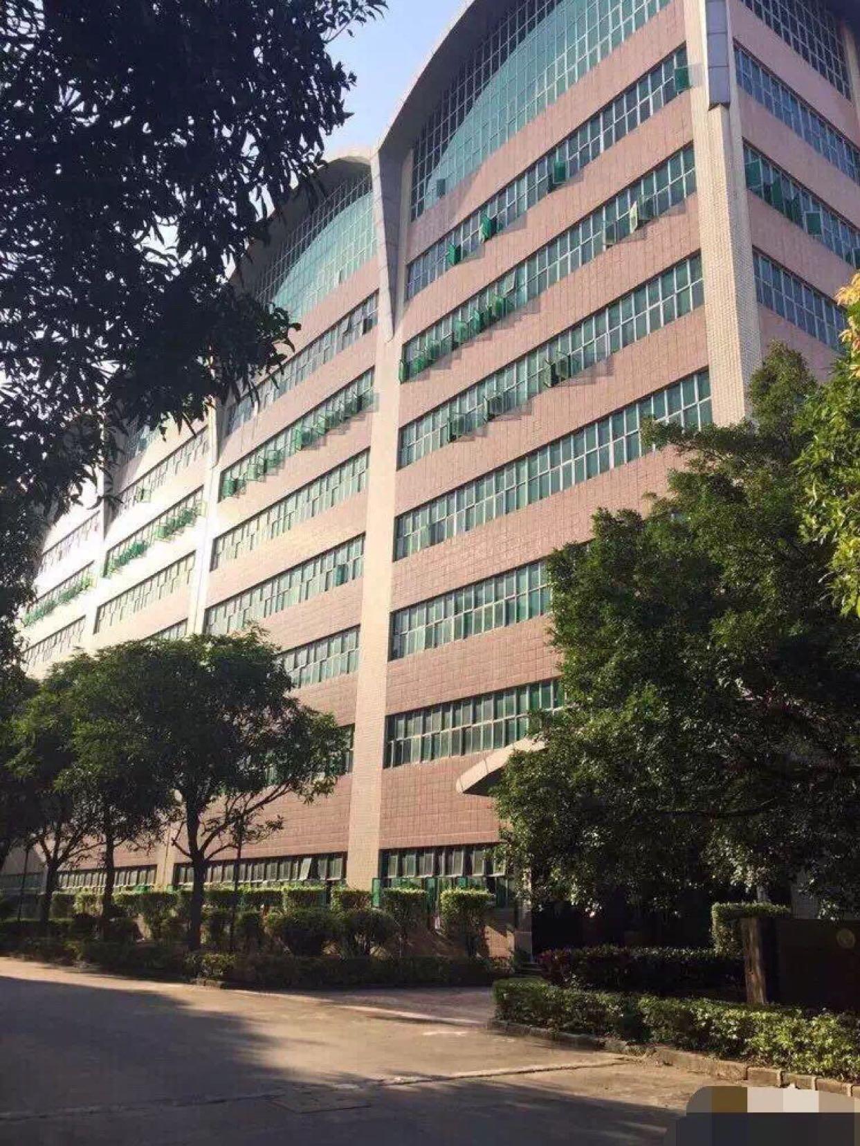 布吉大型工业区1、2楼各2800平方出租