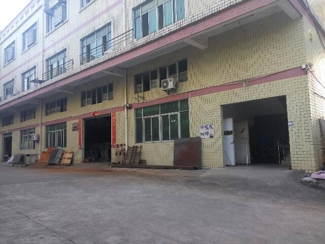 平湖山厦工业区三楼700平方招租