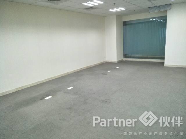 横岗地铁口200平精装修办公室出租