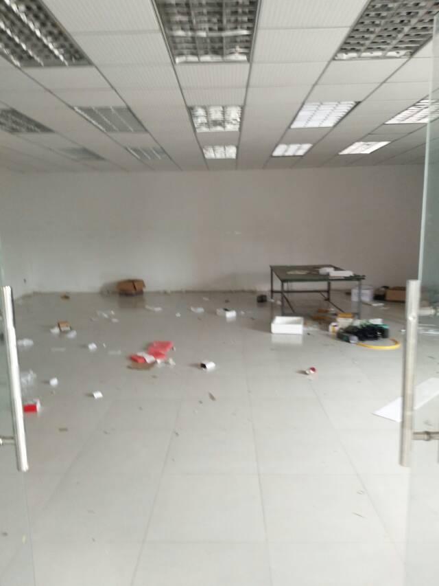 观澜黎光泗黎路边上新出楼上950平带精装修厂房出租