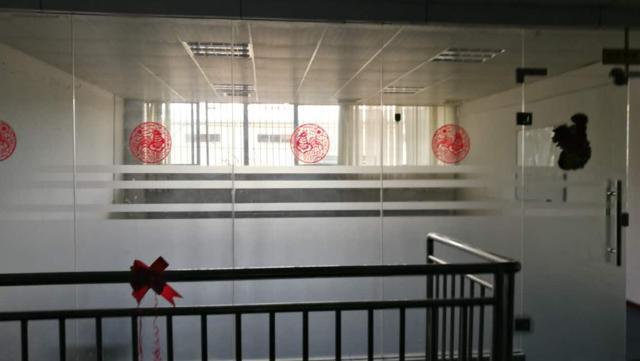 光明龙大高速口边一楼2520厂房高度7米带办公室装修