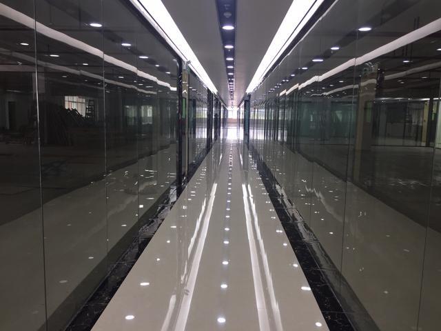 西丽地铁口附近1100平厂改办公室可分租