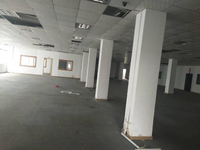 沙三帝堂路边三楼带装修亿万先生1700平方