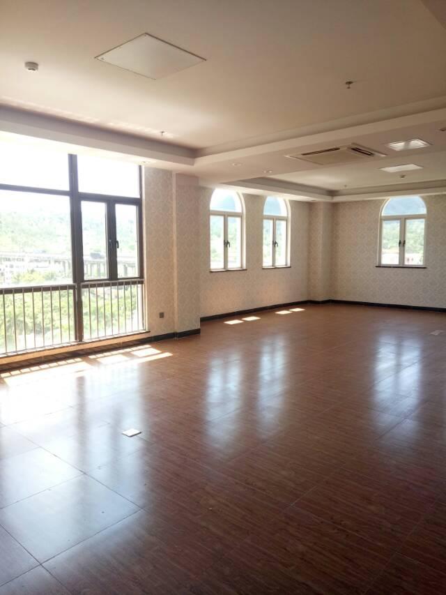 龙岗中心城厂房500平方米出租,带装修