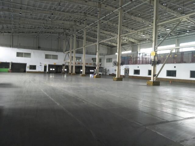 东城牛山单一层1500平方带办公室装修