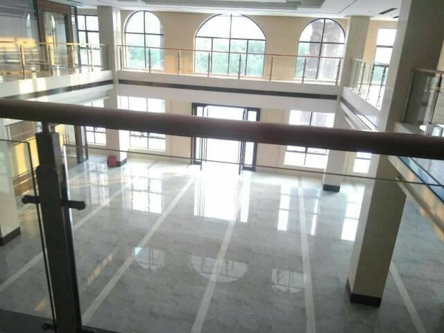 深圳坪山新区新出豪华装修办公室装修 共四层78间 每间90平