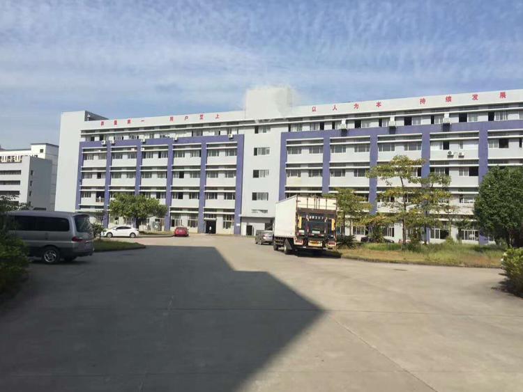 松岗汽车站对面二楼3000平方整层原房东厂房招租