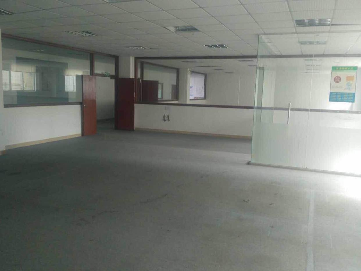 碧岭新出楼上560平米精装修厂房出租