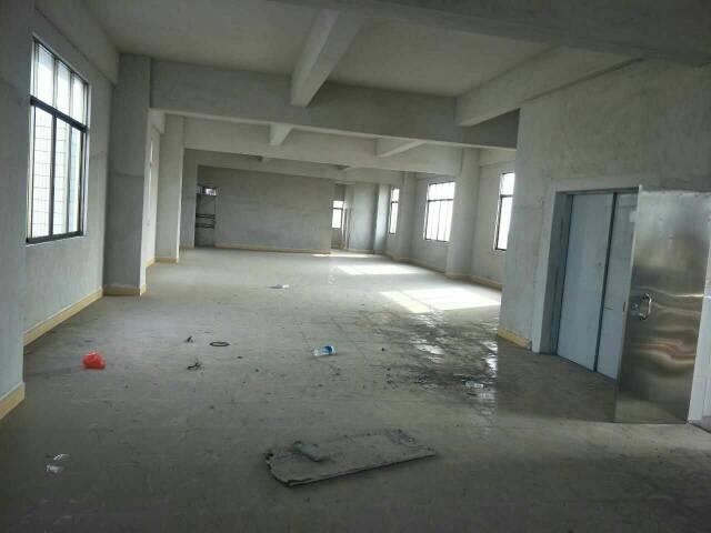 厂房分租一楼500平方,配有宿舍,现低价出租