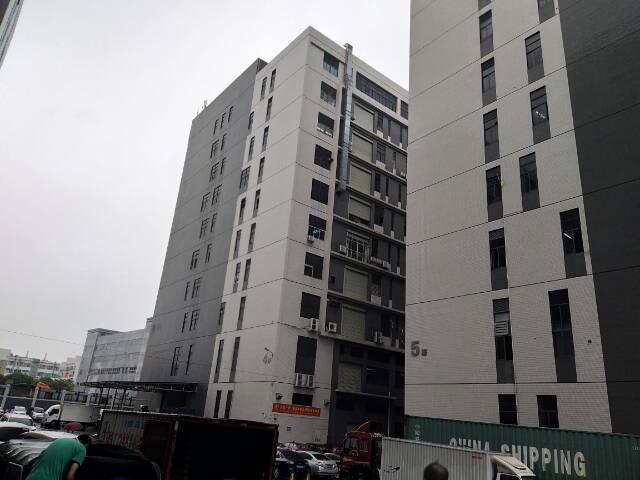 光明高新区新出楼上整层3280平豪华装修亿万先生