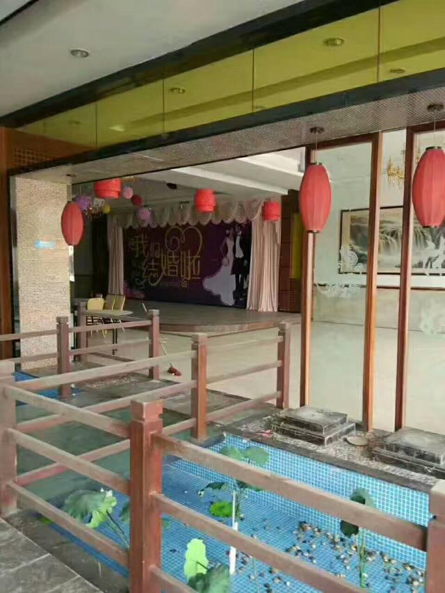 商业新岀现成酒店带精装修,一楼4500平方租28元,二楼可做