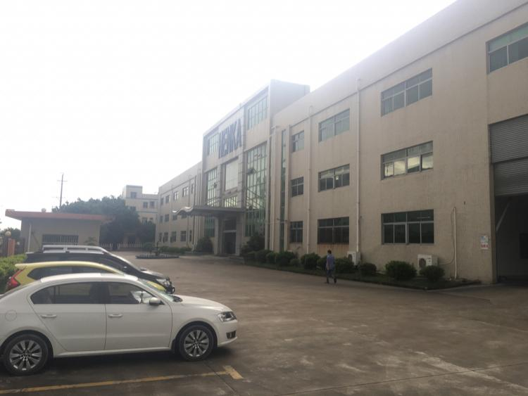 松岗中学对面一楼2000平方高度六米招租