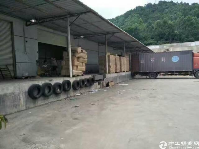 平湖新出一楼带卸货平台物流仓库2000平方米招租