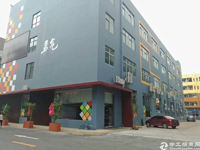 石岩新出1-3层3600平米全新研发厂房