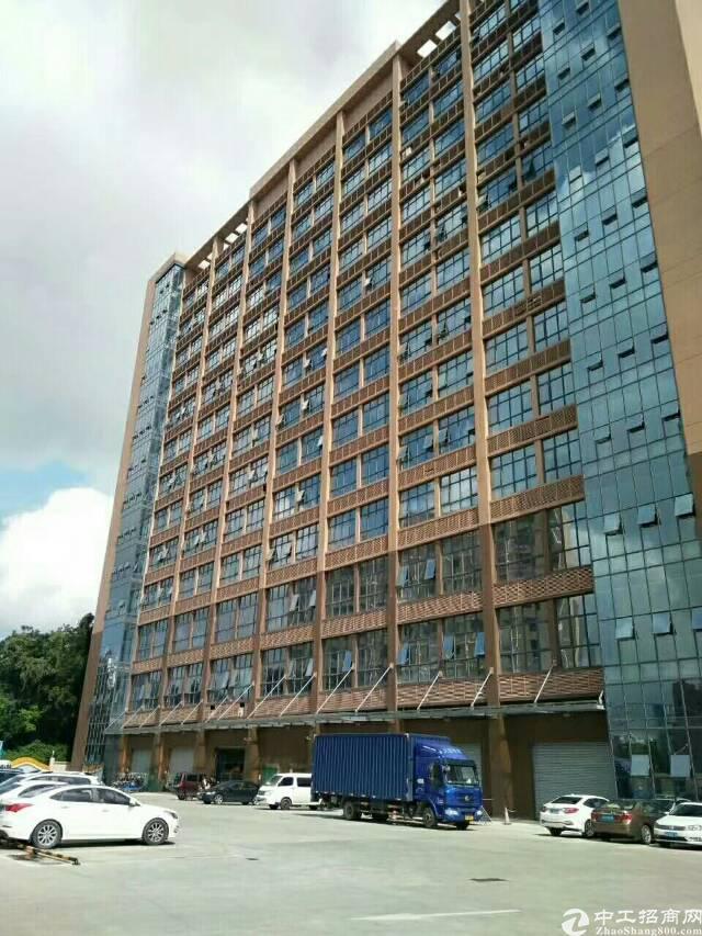 公明高新产业园新出楼上2600㎡,带豪华装修,地铁口