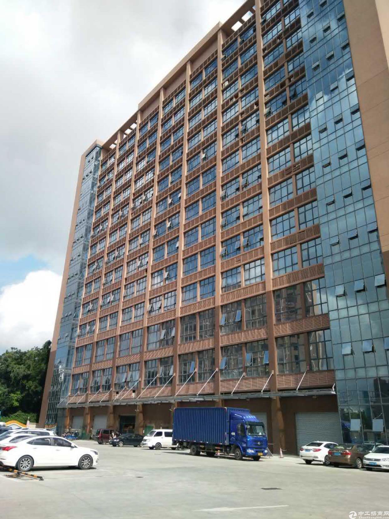 光明新区新出3楼整层2600平方豪华办公室装修厂房招租
