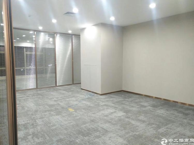 龙华地铁口200米新出楼上298平,带豪华装修,实用率7成,