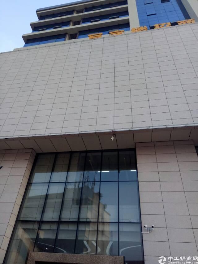 超豪华精装修高级写字楼,位置好,交通十分方便,价格美丽。