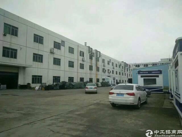 平湖辅城坳工业区楼上1000平方米工业区厂房招租