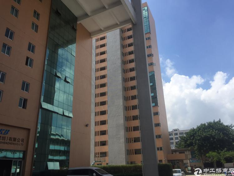 福永镇凤凰工业区楼上3600平方带装修厂房招租大小分组