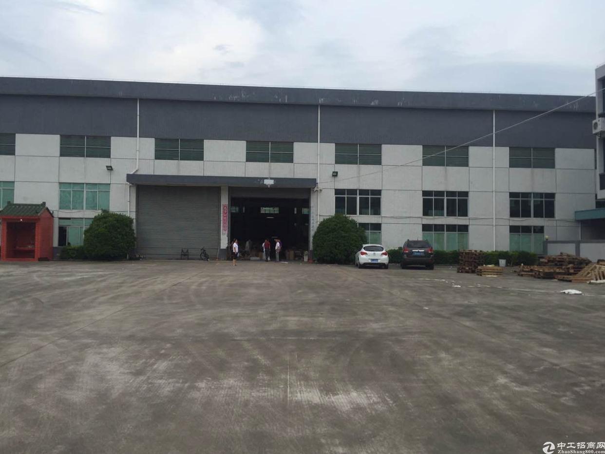 新出独院单一层厂房带行车3300平方厂房出租