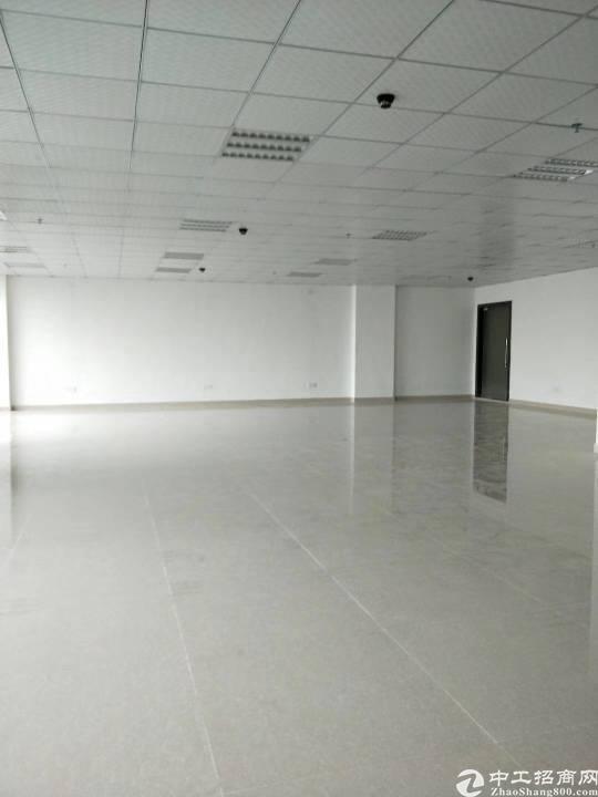 清湖地铁口精装写字楼146平方起租