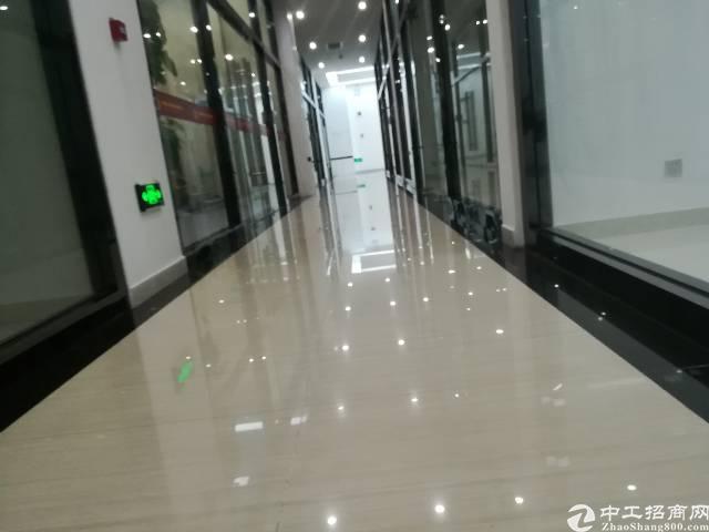 龙华清湖地铁口300平方写字楼招租