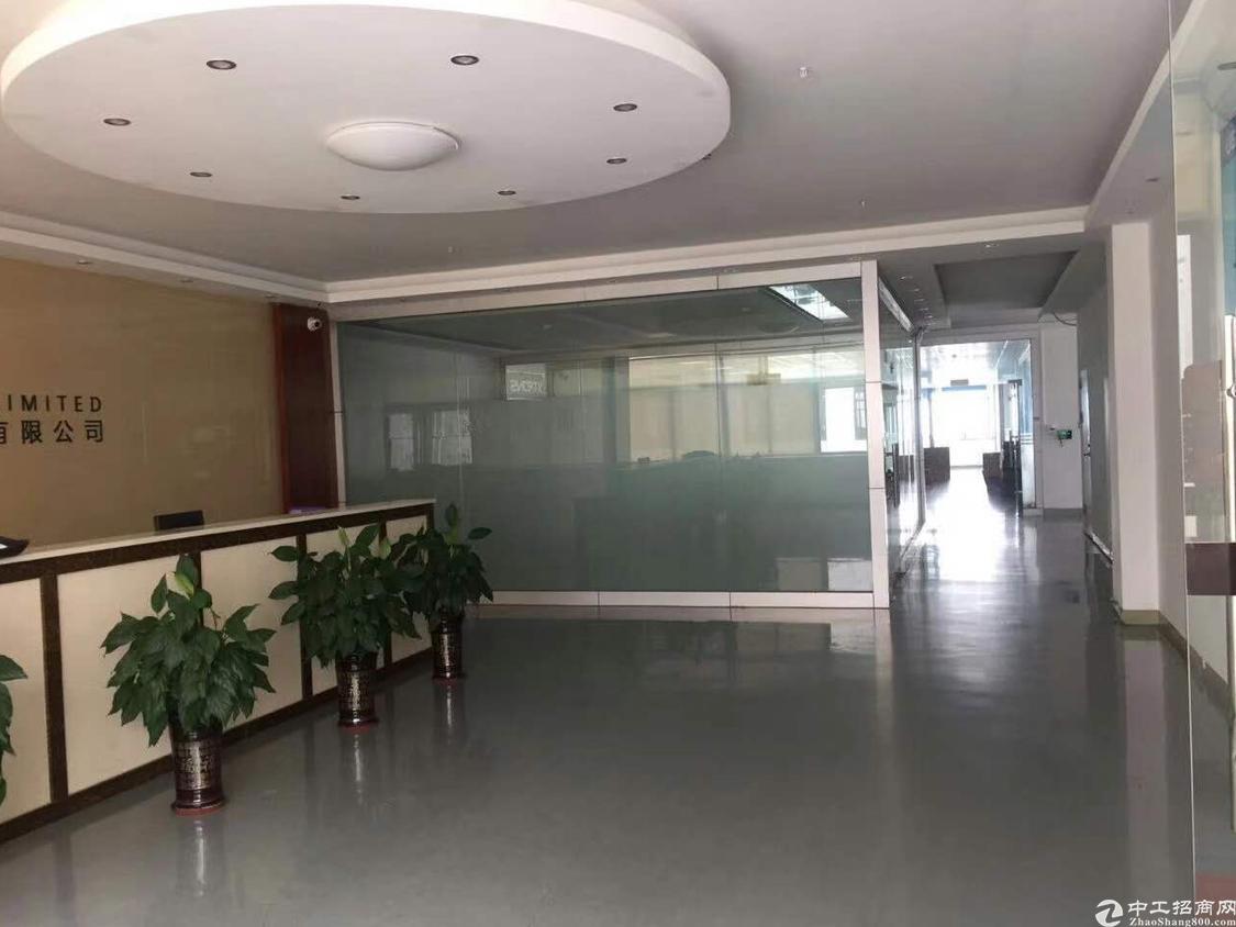 光明龙大高速出口新出高新科技园园楼上整层3400平方带红本