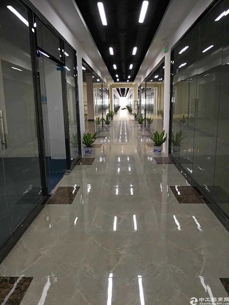 龙华汽车站附近,清湖地铁口300米,豪华装修电商创客园。