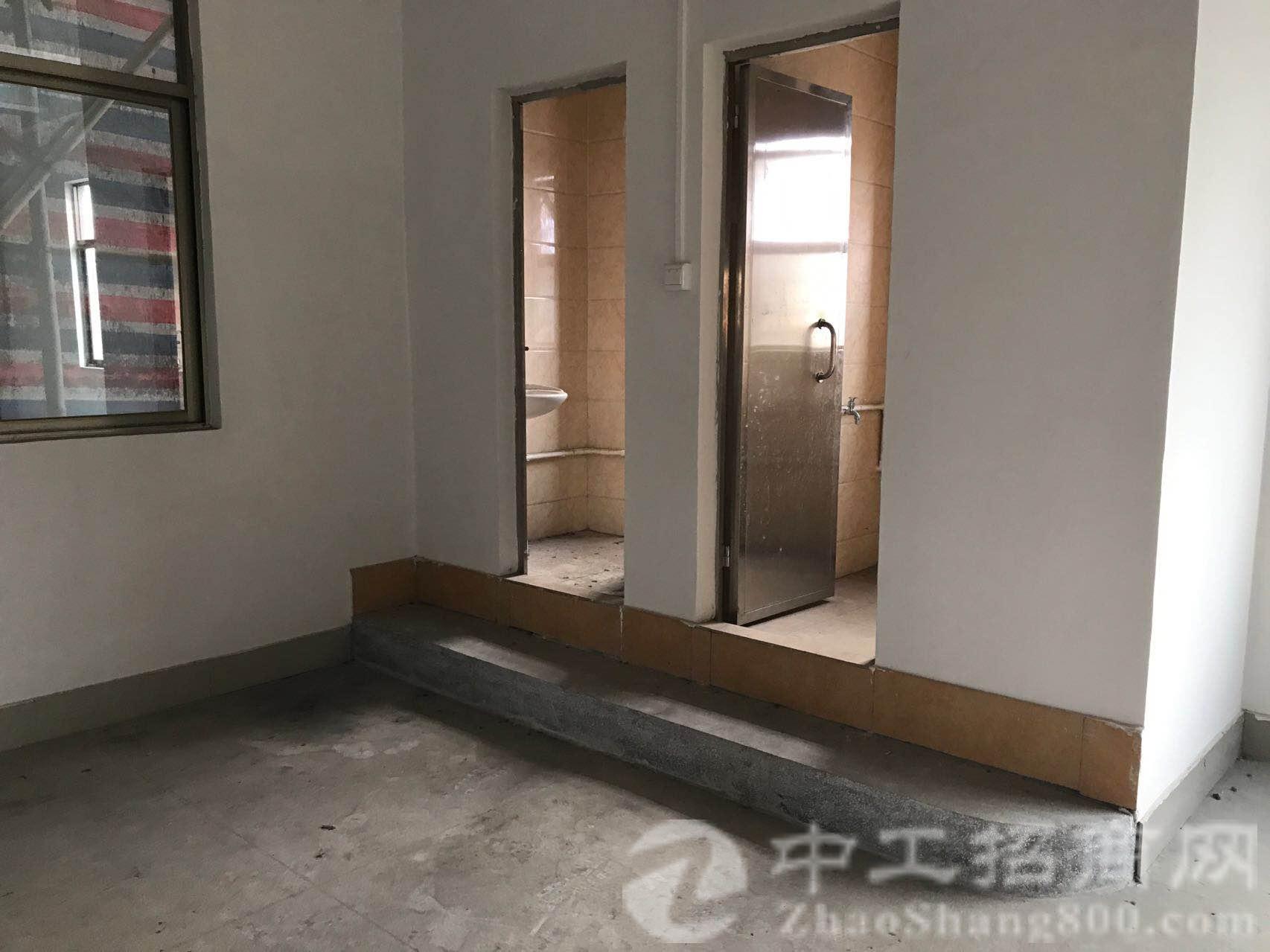 塘厦凤凰岗新空出标准厂二楼450平方,租金11元