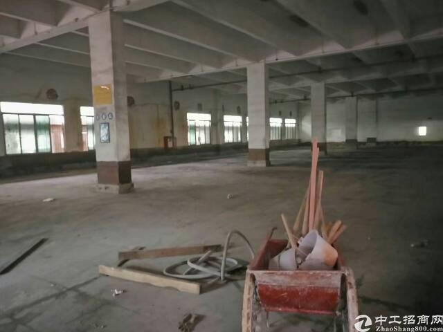 坪地六联仓库一楼2000平