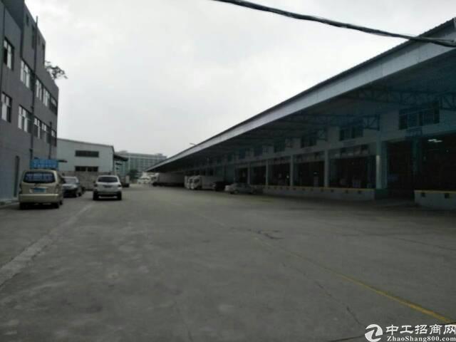 松岗高速出口,物流仓库12000平米出租。