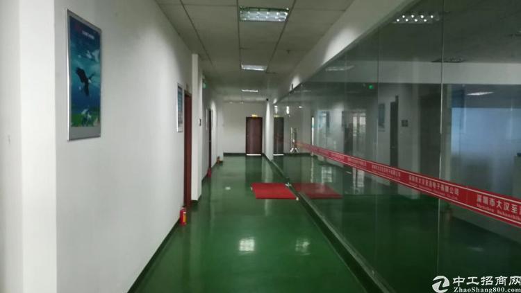 松岗地铁口附近办公室800平米带精装修原房东出租